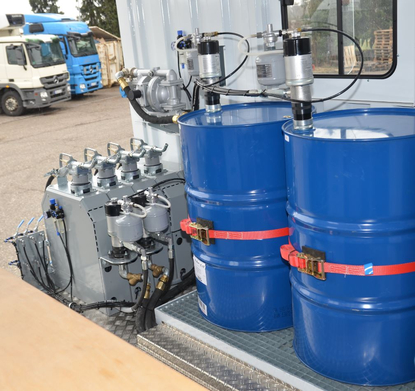 Custom made workshop and lubrication truck rac germany for Motor oil storage container