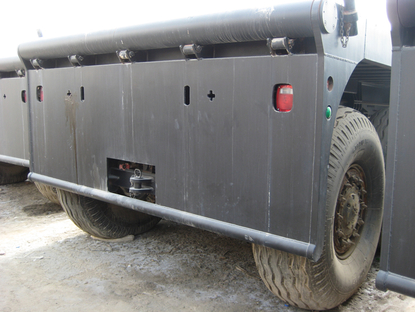 Completely rebuilt Kenwoth (KW) oilfield bedtruck. Model 953A. Tail skirt and live roll.