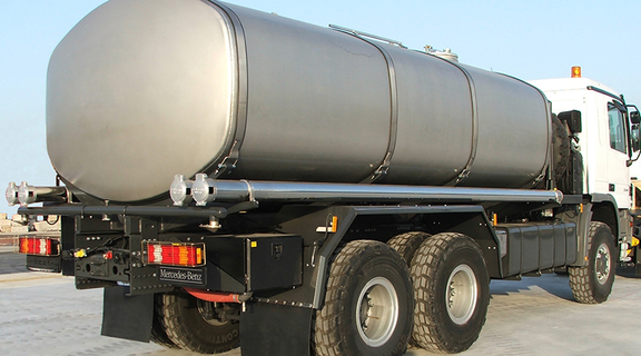 Drinking water tank truck (stainless steel) for off-road application. Capacity: 20.000 ltr.