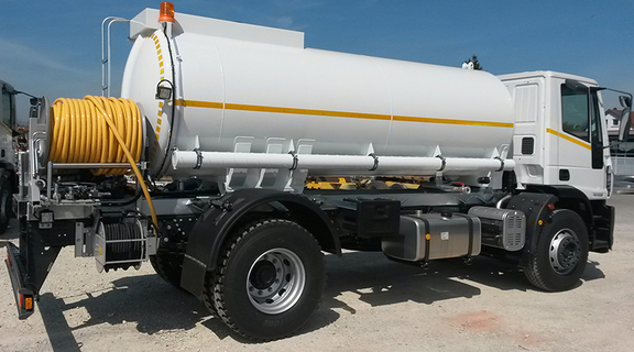 Water tank truck (capacity: 8000 ltr.) with high pressure pump and jetting and sewer flushing unit.