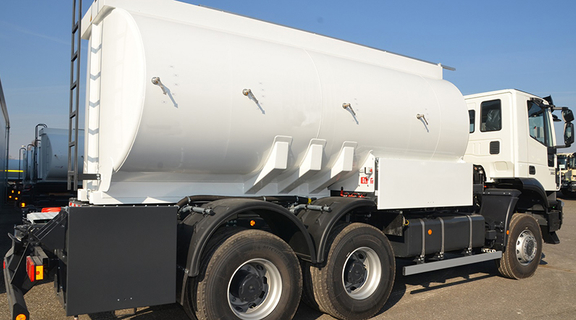 Custom-made fuel tanker for highway and off-road application. RAC-Germany.