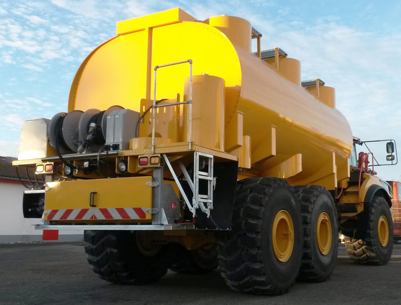 Fuel Tanker And Lubrication Truck Combination Off Road