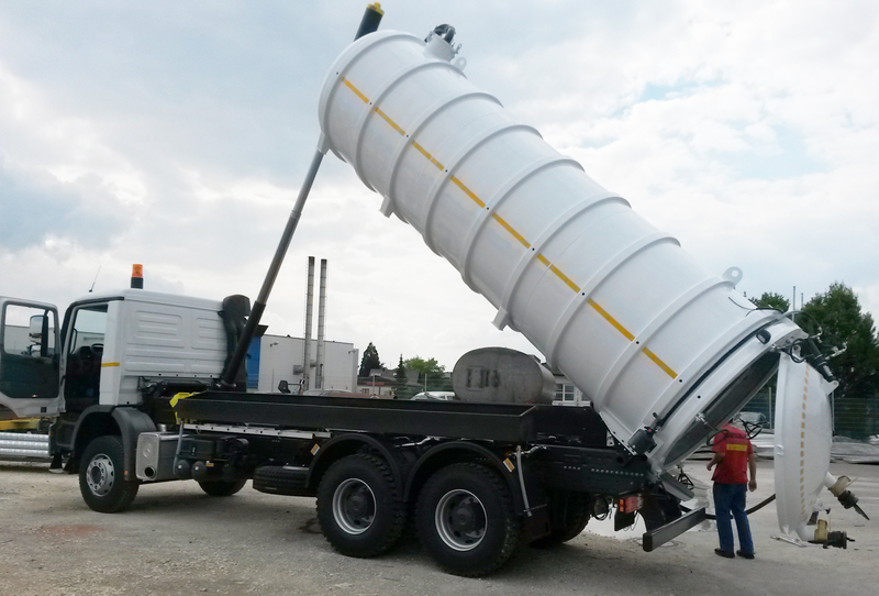 Vacuum Tank Truck With Jetting And Flushing Function Rac