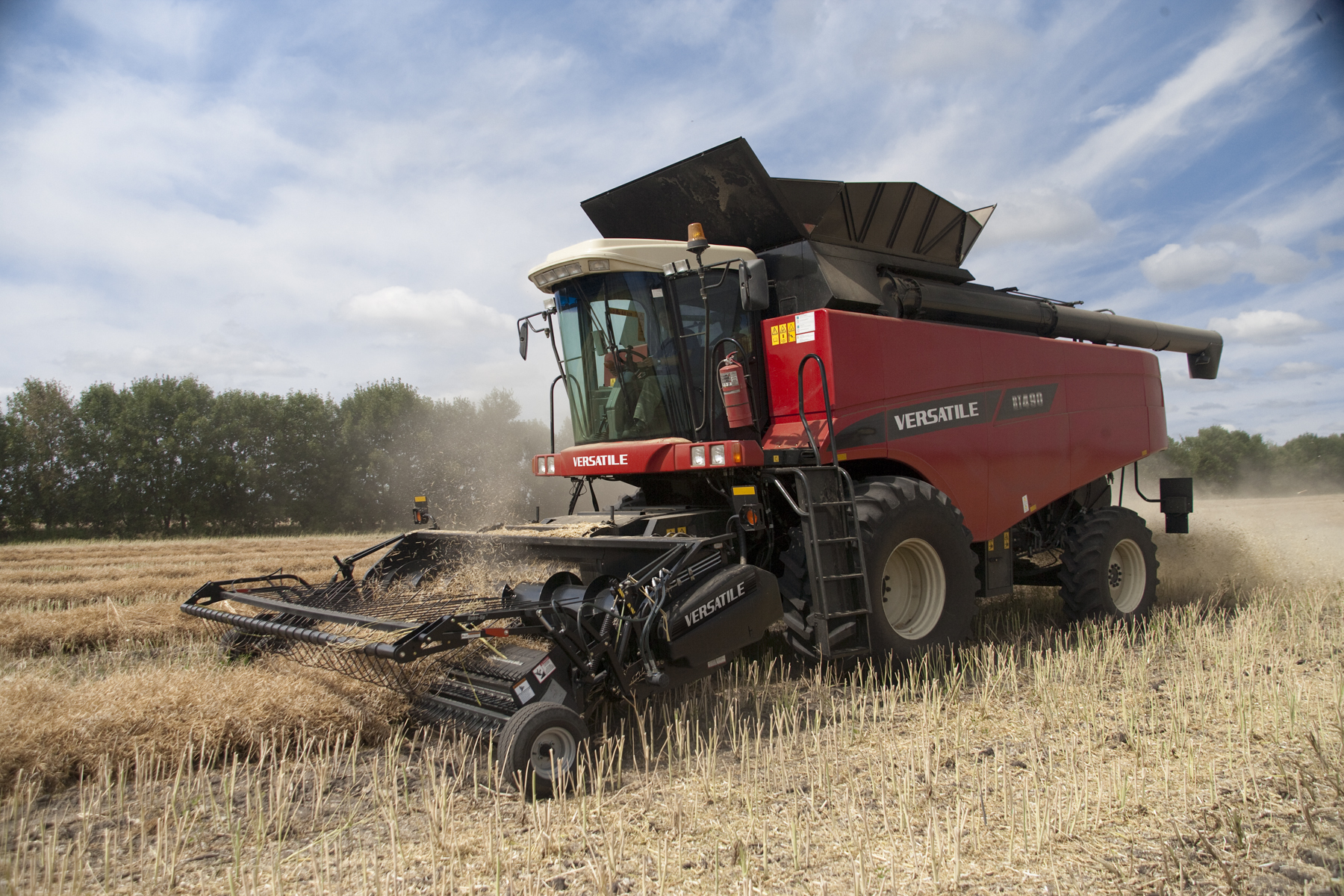 VERSATILE RT490 Combine for Canola harvesting